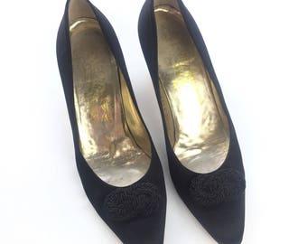 Salvatore Ferragamo Size 7.5 AA Vintage Heels Pumps Black Satin Knotted Womens