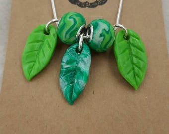 Polymer clay and wire necklace. Green leaves and beads.