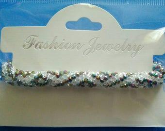 Cristal beaded crochet bracelet.