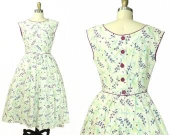 Vintage 1950s White Floral Cotton Day Dress / Size M/L