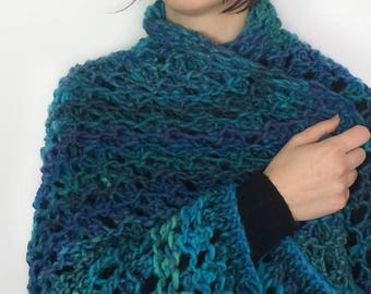 Knitted shawl / Knitted Scarf / Turquoise Shawl / Wool Shawl / Chal de punto / Bufanda / Casual