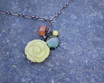Necklace : Olive Jade, Carnelian, Green coin pearl