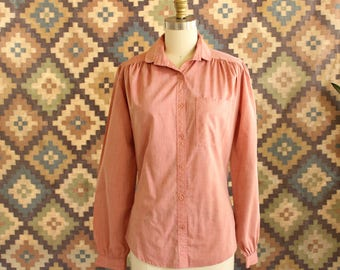 womens 1970s blouse by Arpeja Organically Grown . 70s button down shirt in muted red cotton with peter pan collar . size small
