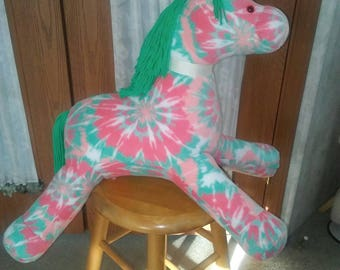 Horse in fleece peach n mint green print. Safety eyes, hypoallergenic stuffing. Yarn main n tail. Measures 25 inches long.