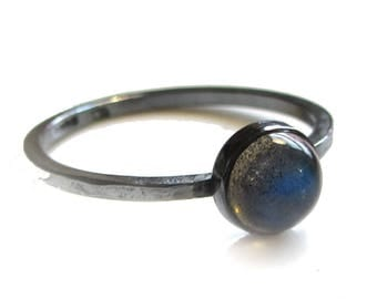 Grey labradorite stacking ring in oxidised sterling silver, 6mm round cabochon gemstone ring, minimalist jewelry, solitaire everyday fashion