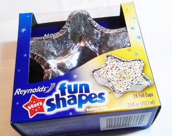 Baking Cups STARS Foil Cups 2 Boxes Reynolds Fun Shapes Festive Holiday Cooking Baking Supplies 48 Total Cups NEW Kitchen Cupcakes Supply