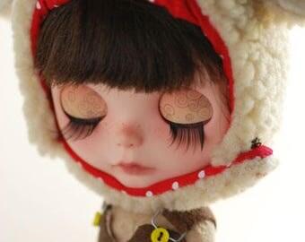 Blythe animal hat with fur chin strap - warm vanilla pirate sheep