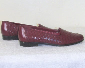 Women Loafers Sz 7.5 / Burgundy Leather Woven Loafer Vintage 80s Trotters