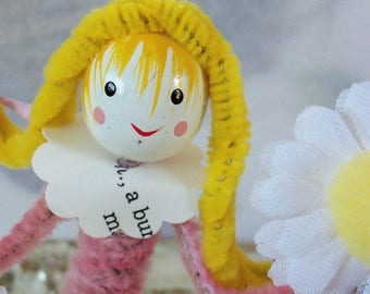 Pipe Cleaner Doll Figure / Vintage Craft Supplies / Free-Standing / Wooden Bead Head / Vintage Style / Milk Cap / Daisies