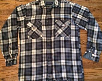 Men's vintage 1980's plaid flannel button up shirt. Size M