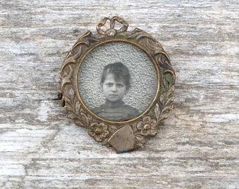 Vintage Antique 1900/1910 Edwardian French  girl child photo silvered locket  brooch