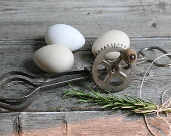 Primitive Hand Mixer, Egg Beater, Farm house Decor, Rustic Camp and Lodge Decor