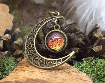 """Necklace """"Gealaí"""" Celtic Moonlight - Holographic effects on the cabochon : colors change & Bronze"""