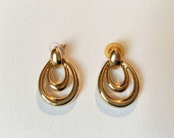 Vintage gold pierced earrings