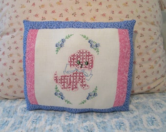 Lovely Vintage Linen PILLOW with Sweet Puppy/Dog Embroidery Home Decor Accent Pillow