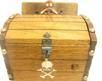 Skeleton Cigarette Dispenser Pirate Chest Mechanical Musical Death March Wind up Pirates Chest w/ Skeleton Dispensing Cigarette