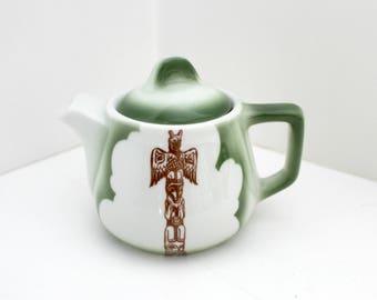Mini Restaurant Teapot, Green Jackson China Tea Pot, Native, Totem Pole, NW Coast, Kalberer Hotel Supply