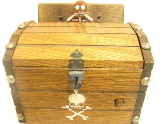 Vintage Skeleton Cigarette Dispenser, Pirate Chest Mechanical Musical plays Death March, Halloween Wind up