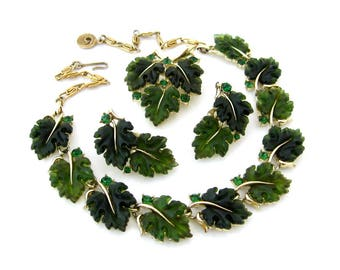 Vintage LISNER Oak Leaf Lucite Necklace Brooch Earrings Set, Signed Molded Plastic Green Rhinestone Parure, 1960s Costume Jewelry