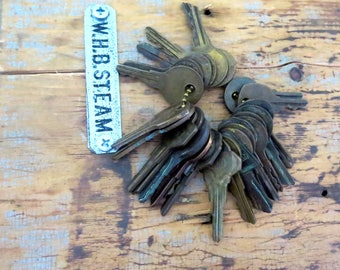 25 Bargain priced keys Vintage brass keys Vintage flat keys Artist supply keys Art supply House keys Cheap keys Destash keys Lots of keys #2