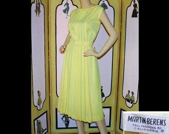 ON SALE Vintage 1960's TALLS Yellow Day Dress with Rainbow Detail. Medium.