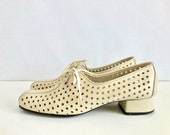 Vintage Shoes Women's 60's Mod, Cream, Lace Up, Heeled, Leather, Shoes (Size 8N)