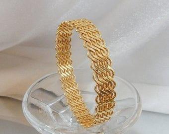 SALE Vintage Wavy Gold Bracelet. Wavy Gold Tone Bangle. Braided Bangle.