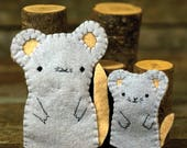 hand-stitched wool felt finger puppet: mama mouse and pup by kata golda