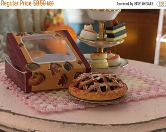 LD SALE Miniature Blueberry Pie with Window Box, Dollhouse Miniature, 1:12 Scale, Dollhouse Food, Mini Food, Dollhouse Accessory, Decor