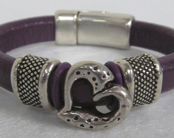 Regaliz Leather Bracelet ~ Purple ~ Size 7 1/4""
