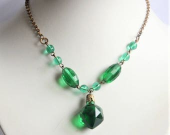 Vintage green bead necklace. Green glass beads. Antique necklace