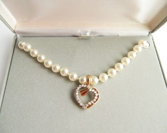 """Vintage Bright White Knotted Faux Pearls & Gold Crystal Heart Pendant Necklace - 8mm Glass Pearls - 19"""" Long - Original Display Gift Box"""