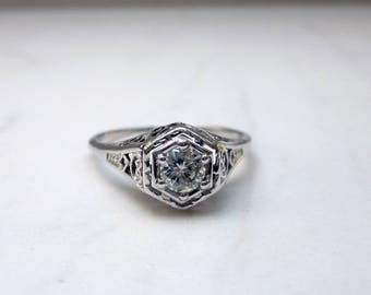 Vintage Art Deco Diamond Filigree Solitaire Engagement Ring in 18k Solid White Gold, Size 5.25
