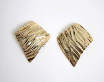VINTAGE Earrings 1980s Big Earrings Waved Gold Metal Clip On