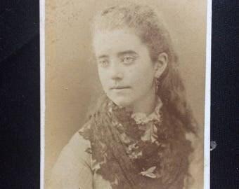 Cdv Photo - Chicago Girl - Antique Photo - Long Hair
