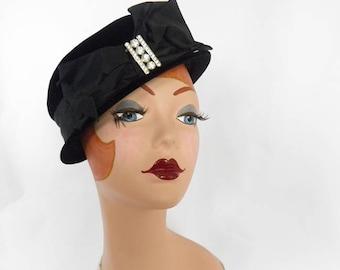 Vintage 1950s hat, black velvet, Jan Leslie