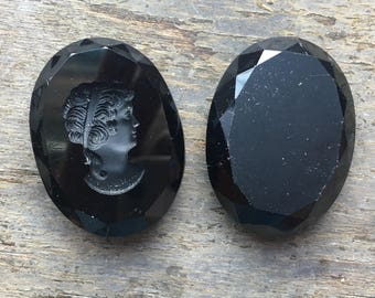 BWB Substantial onyx Glass carved in Cameo  Vintage W.Germany  40mm  (1 piece)