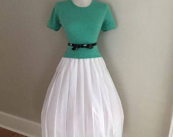 Vintage 1950s 1960s Womens  White Accordion Style Pleated Full Skirt