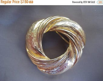 25% Off Chunky Gold Tone Circle Pin - Brooch - Mad Men