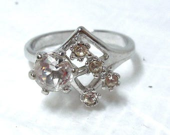 Womens Ring clear Rhinestone Silver sz 7.5 Costume Vintage Cocktail Party