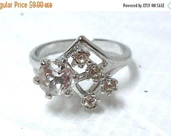 SALE Womens Ring clear Rhinestone Silver sz 7.5 Costume Vintage Cocktail Party