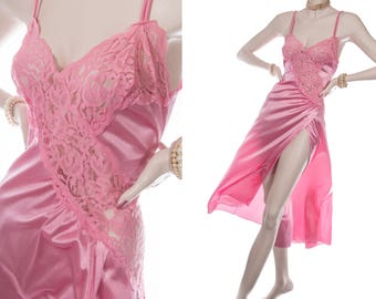 Superb glossy silky soft satin look bubblegum pink nylon and delicate floral lace bodice detail 80's vintage long nightgown nachthemd - 4099