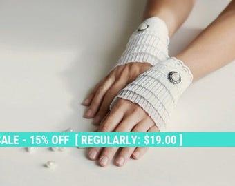 SUMMER SALE sale- ruffled cuffs, white short gloves, Victorian gloves, bridal gloves, white gloves, fabric bracelet