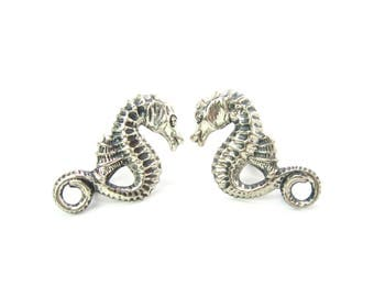 Sterling Silver Seahorse Earrings. Embossed Screw Backs Signed Beau. Figural Beach Jewelry. Vintage 1960s Summer Nautical Sea Horse Fashion