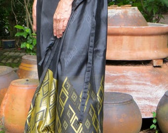 Pretty Skirt Wrap in Black and Gold