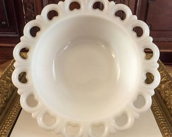 Anchor Hocking Milk Glass Old Colony/Lace Edge Bowl
