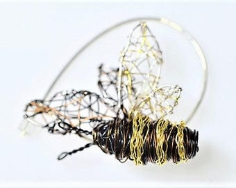 Bee jewelry Bee pin Bee brooch Black gold Wire jewelry Insect brooch Wire sculpture Art brooch Christmas Unique gift for woman Boho jewelry