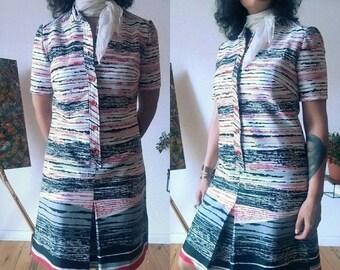 ON SALE 1960s Print Short Sleeve Button Dress