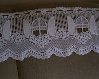 "Cute Vintage 58.5"" W x 11.5"" L White Heavy Lace Scalloped Valance, Window Flower Box Design"