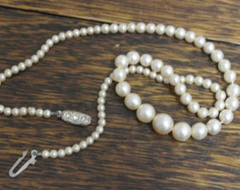 vintage faux pearl glass necklace